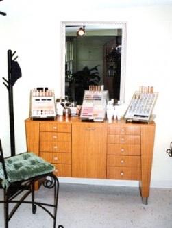 Make Up Station1